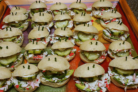 many_happy_sandwiches